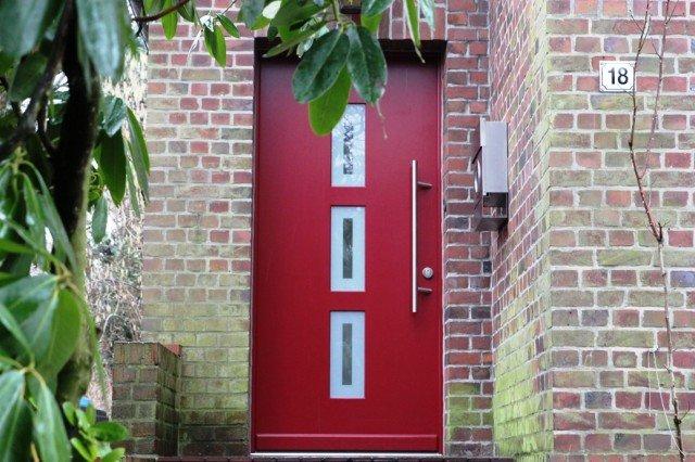 Eine Haustür kann einem Altbau einen völlig neuen Flair verleihen.
